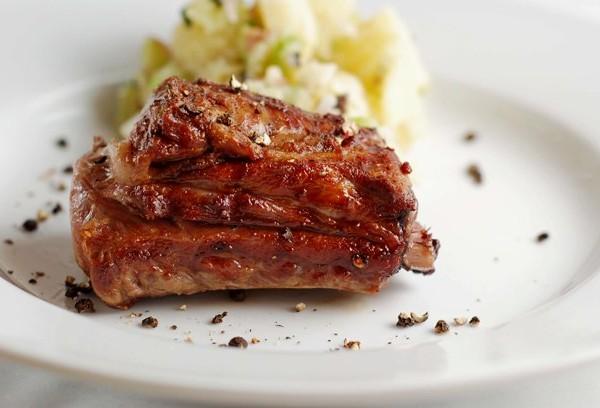 beef-short-ribs-with-turffle-potato-salad-0609
