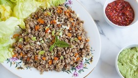 Minced Chicken Mushrooms with Lettuce Cups