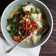 Slow Cooker Spicy Cauliflower Chicken Chowder