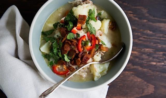 Slow Cooker Spicy Cauliflower Chicken Chowder